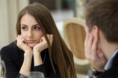 Giới trẻ Mỹ đồng ý gặp mặt, hẹn hò để được mời 'ăn chùa'