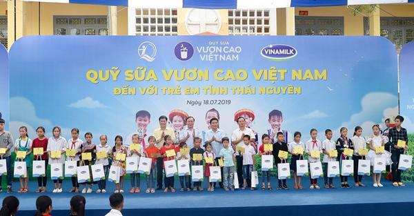 70.000 ly sữa Vinamilk đến với học sinh ATK Định Hóa