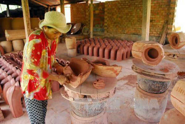 Binh Duong,traditional craft village,pottery village,traditional methods,travel news,Vietnam guide,Vietnam tour,travelling to Vietnam,Vietnam travelling,Vietnam travel,vn news,vietnamnet news,vietnamnet bridge,Vietnam breaking news,Vietnamese newspaper,Vi
