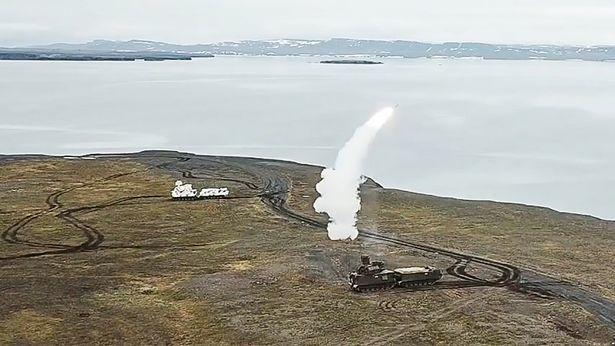 Xem Nga phóng thử tên lửa tối tân ở Bắc Cực
