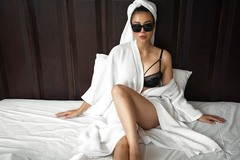 Thanh Hương ngày càng sexy, khoe đường cong nóng bỏng trên giường