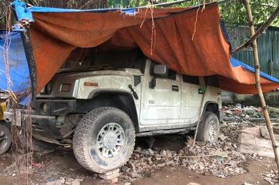 Loạt xe tiền tỷ Ford Mustang, Hummer H2, Land Rover bị bỏ rơi tại Hà Nội