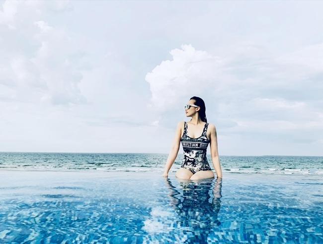 Người đẹp 'Zippo mù tạt' lấy đại gia hơn 12 tuổi, ở penthouse triệu đô ven hồ Tây