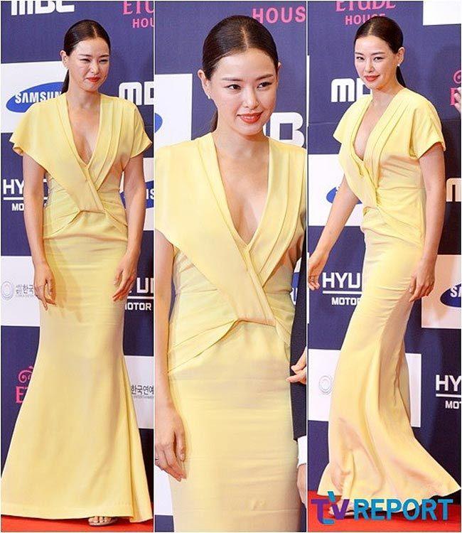 Những bộ váy lên top 1 tìm kiếm ở Hàn vì lạm dụng phô bày cơ thể trên thảm đỏ
