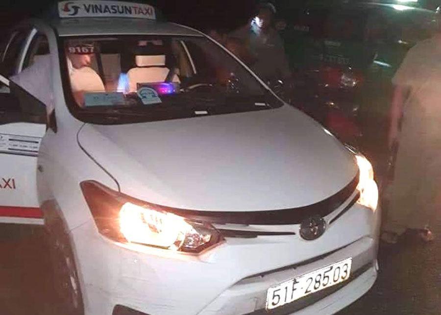 Tài xế taxi Vinasun bị cướp cứa cổ trong đêm