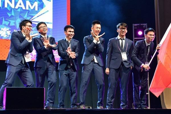 Việt Nam giành 2 huy chương Vàng Olympic Toán quốc tế 2019