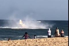Máy bay Mỹ hạ cánh khẩn cấp xuống biển