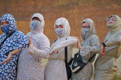 Mốt 'khoe mông' và loạt trào lưu chụp ảnh 'khó đỡ' của dân phượt khi đi du lịch
