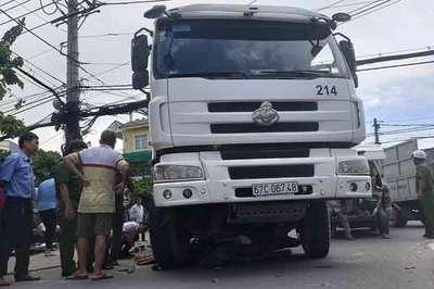 Xe bồn đâm chết cô gái trên phố Sài Gòn