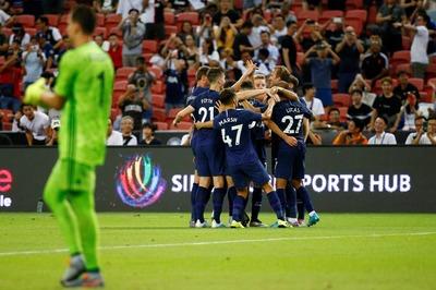 Video Harry Kane ghi bàn từ giữa sân làm lu mờ Ronaldo