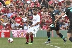 Liverpool thua muối mặt Sevilla dù chơi hơn người