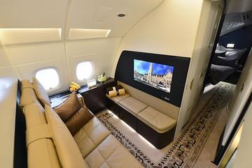 Phòng tắm riêng và những dịch vụ xa xỉ của chuyến bay giá 20.000 USD