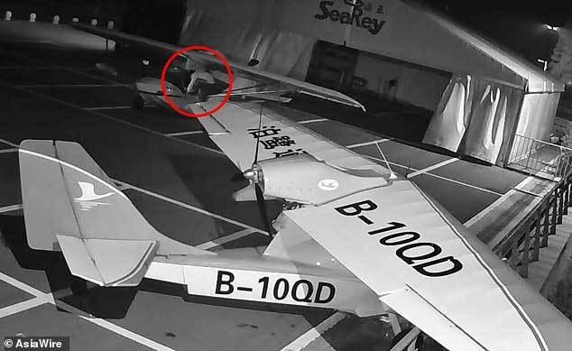 Thiếu niên 13 tuổi người Trung Quốc cướp 2 máy bay