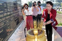 Chủ tịch QH dâng hương tưởng niệm các Anh hùng liệt sĩ tại Vĩnh Long