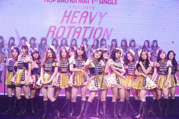 Vietnamese J-pop style girl band release single