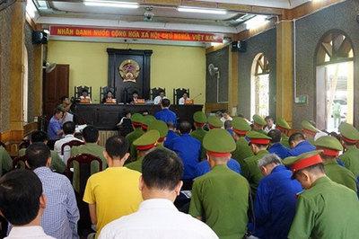 Bị cáo buộc sai phạm đền bù thủy điện Sơn La, dàn cán bộ chối tội