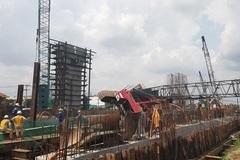 Cần cẩu dự án chống ngập 10.000 tỷ sập đè nhà dân Sài Gòn