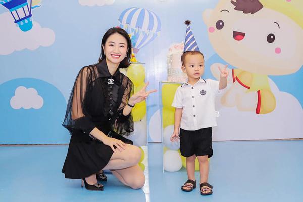 Chồng đại gia làm sinh nhật cho Hoa hậu Thu Ngân và con trai 2 tuổi