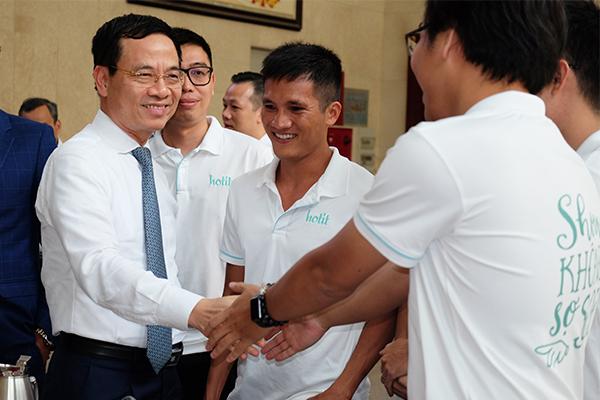 Make in Vietnam: MXH Việt Nam liệu có cửa thắng đối thủ nước ngoài?