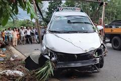 Taxi vượt ẩu tông chết 2 cô cháu đi xe máy ở Quảng Nam