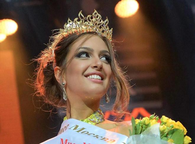 Nhan sắc quyến rũ của hoa hậu người Nga vừa ly hôn cựu vương Malaysia
