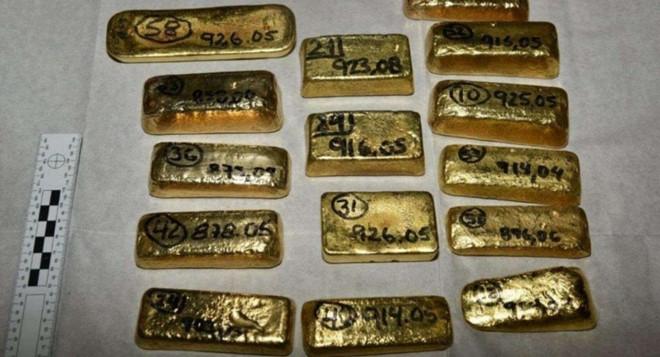 Tịch thu 104 thỏi vàng nguyên khối chuyển lậu qua sân bay