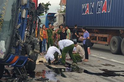 Bắt tạm giam tài xế xe tải lật đè chết 5 người ở Hải Dương
