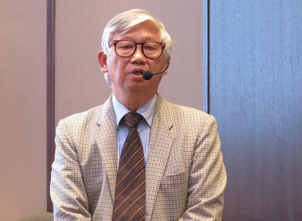 GS Nguyễn Gia Khánh: 'Nhiều cha mẹ thấy con gầy là khẳng định thiếu cân'