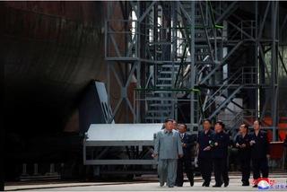 Kim Jong Un thị sát tàu ngầm mới