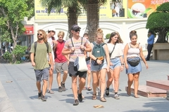 Vietnam needs to extend further visa exemption policy for tourists