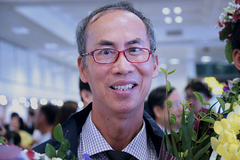 Cuộc hội ngộ bất ngờ của thầy Lê Bá Khánh Trình sau 40 năm