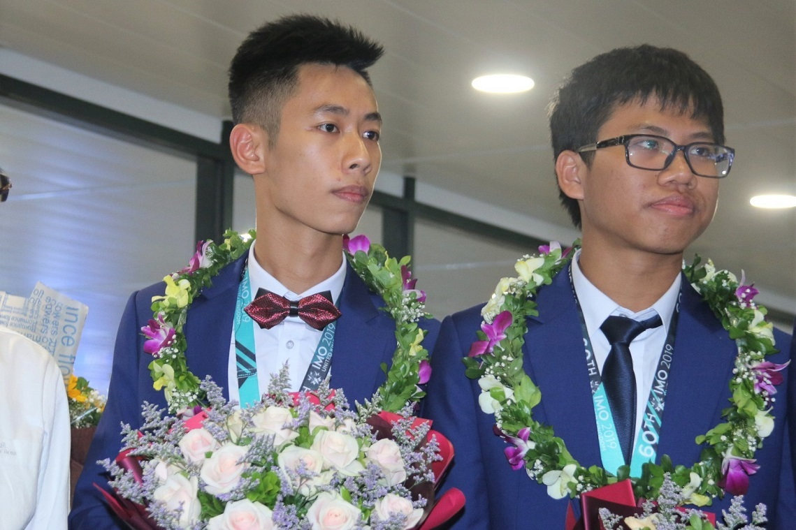 Male student Hai Phong won a gold medal at the International Mathematical Olympiad in order to choose a profession