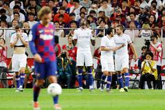 Griezmann ra mắt tệ hại, Barca thua thảm Chelsea