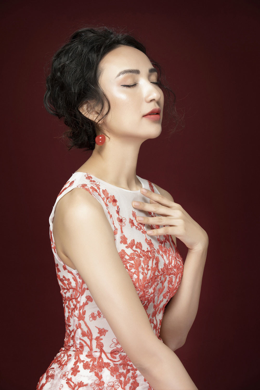 Ngọc Diễm khoe nhan sắc tươi trẻ mừng sinh nhật tuổi 32