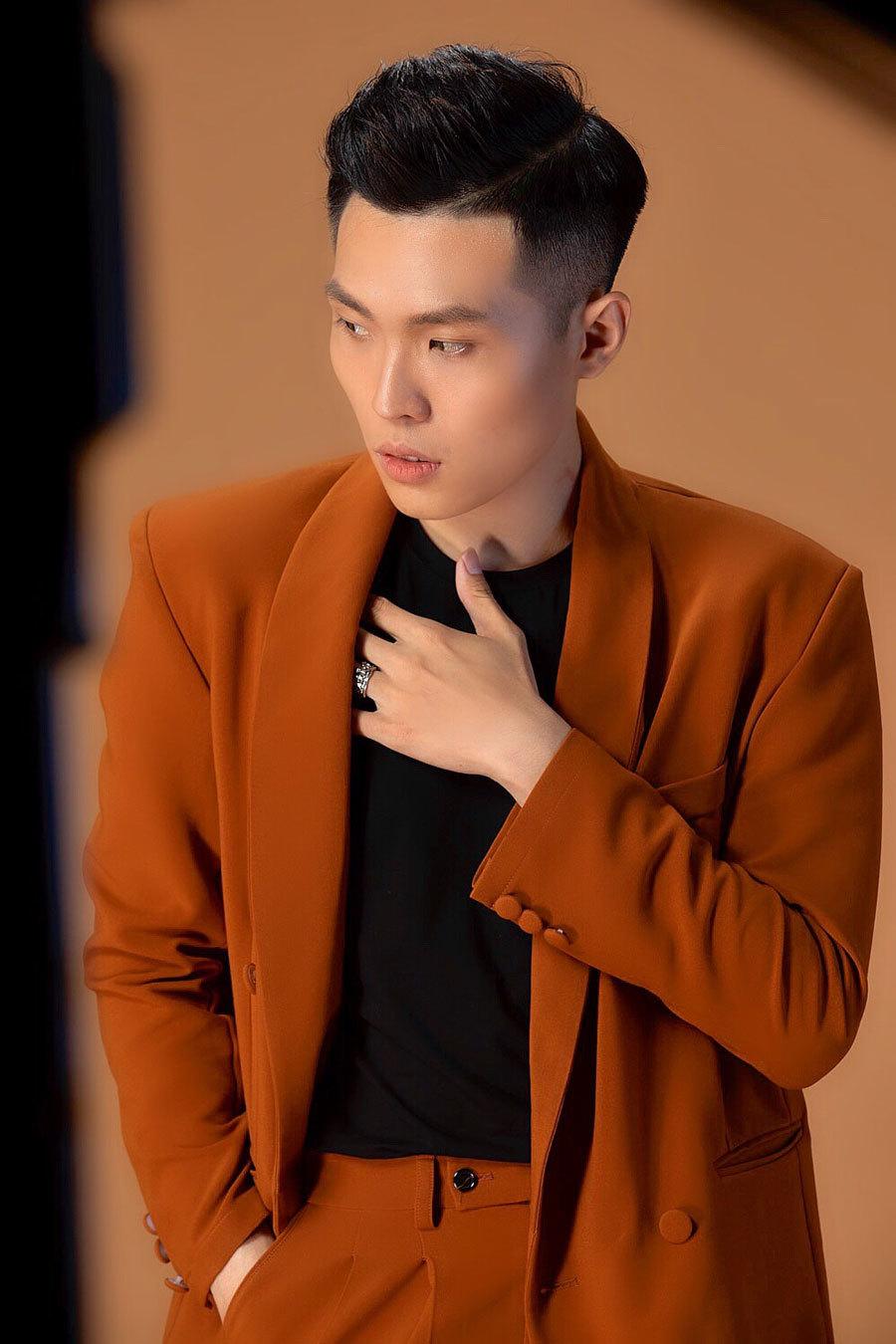 Sau thành công của Hari Won, nhạc sĩ của 'Anh cứ đi đi' ra phiên bản 2