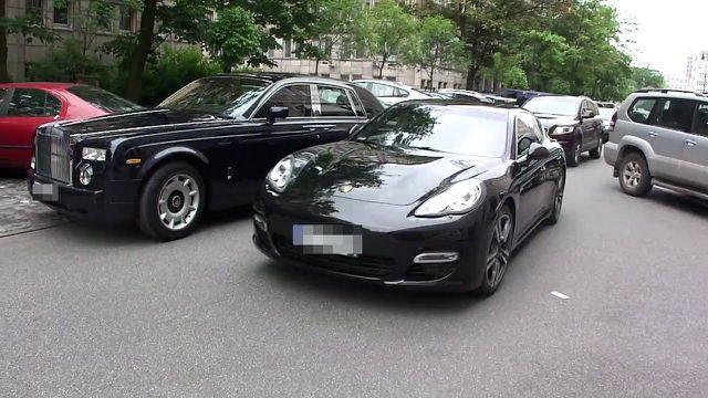 'Rinh' siêu xe chục tỷ, đại gia Việt phải trả phí bằng tiền mua một chiếc xe sang