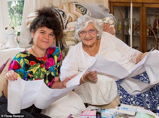 Cụ bà 80 tuổi bỗng dưng nhận được gần 9 tỷ từ người phụ nữ lạ mặt Nhung-ke-san-thua-ke-giup-hang-nghin-nguoi-doi-doi