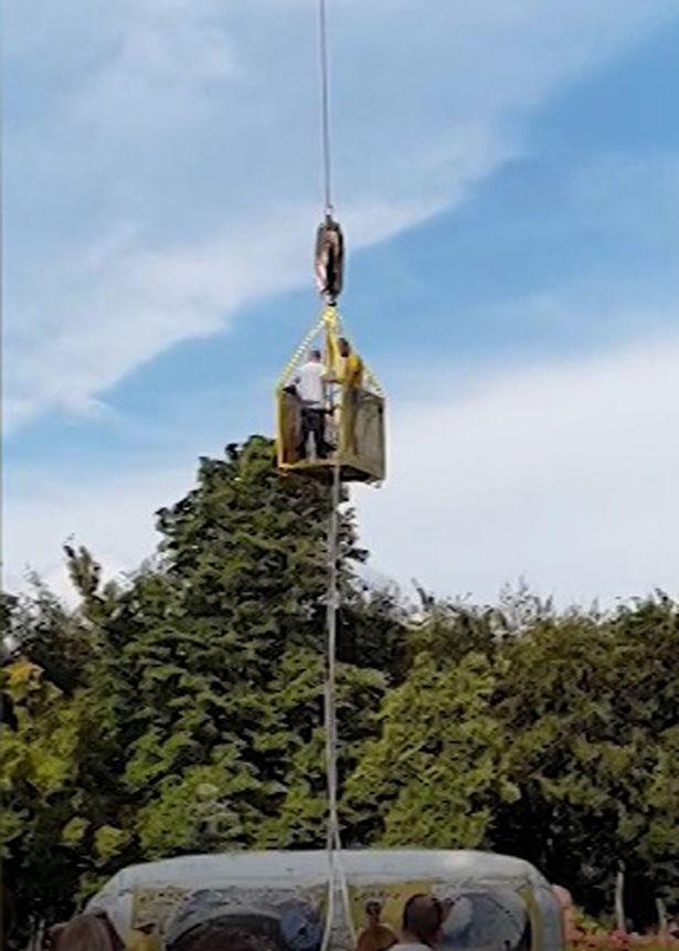 Dây đứt giữa trời, người đàn ông rơi tự do từ độ cao gần trăm mét