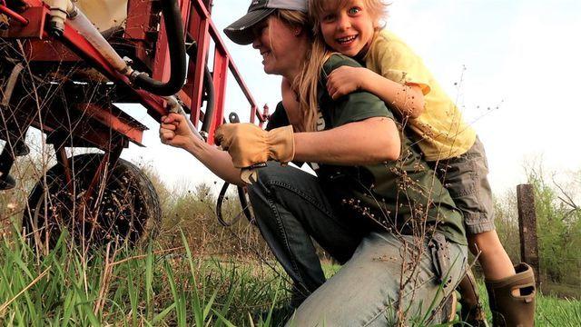 Những người nông dân đang kiếm nhiều tiền từ Youtube hơn làm canh tác