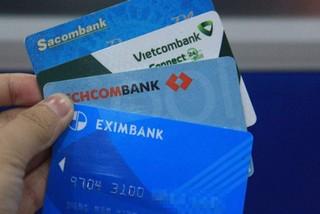 Sững sờ vì thẻ ATM đang bị ngân hàng tận thu quá nhiều loại phí