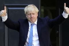 Từ nhà báo nổi tiếng đến ghế Thủ tướng Anh