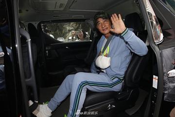 'Đại ca showbiz Hong Kong' Nhậm Đạt Hoa xuất viện, không truy tố hung thủ đâm giữa sự kiện