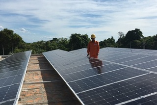 Nguồn điện vô tận trên mái nhà, dùng thoải mái còn được cho 10 triệu