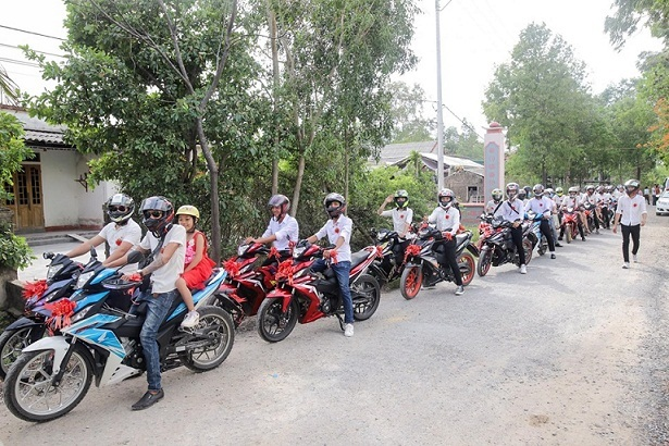 Ấn tượng với dàn xe Honda Winner 150 rước dâu ở Quảng Trị