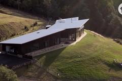 Khám phá ngôi nhà tự cung tự cấp độc đáo giữa rừng ở Tasmanian