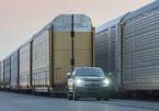 Xem xe bán tải điện kéo toa tầu khổng lồ