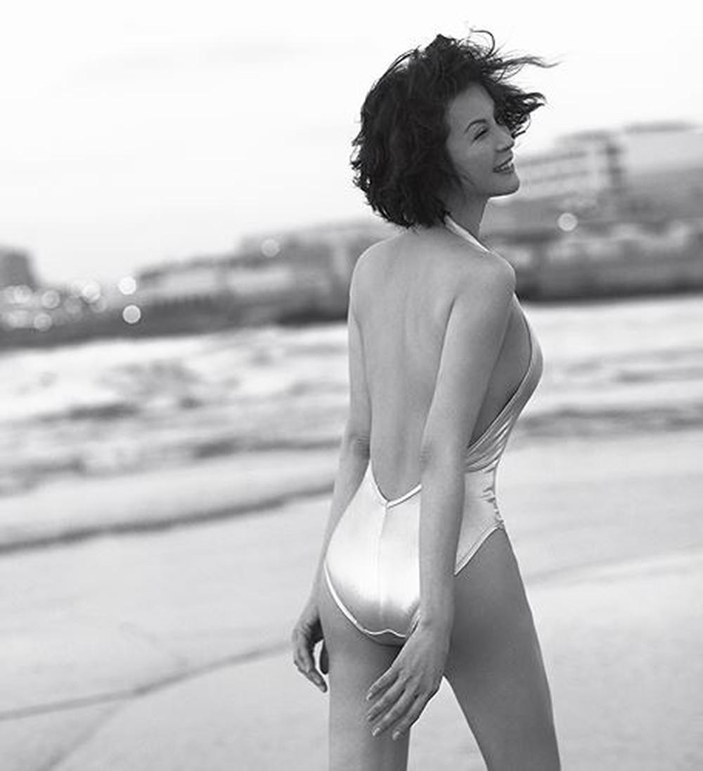 Hồng Nhung, MC Kỳ Duyên tự tin diện bikini khoe dáng quyến rũ ở tuổi 50