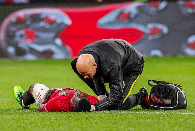 Bailly chấn thương nặng, MU gấp rút 'nổ bom' Maguire