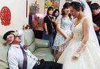 Con gái đi lấy chồng, cha òa khóc nức nở bảo 'Không được đi'