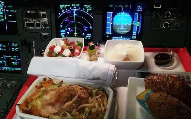 Các phi công trên thế giới ăn uống thế nào?